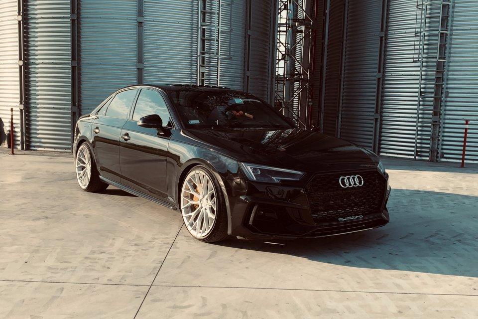 Audi A4 B9 RS4 look
